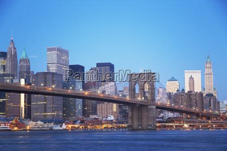 new york city skyline and brooklyn