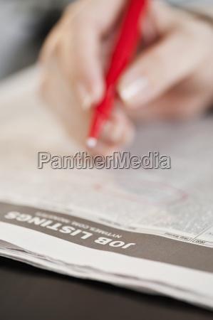 zeitung tageblatt hand schreiben schreibend schreibt