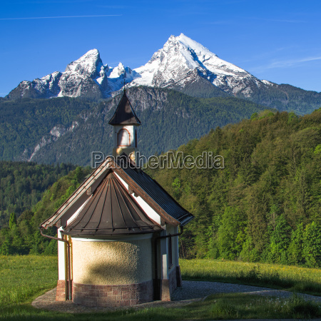 small chapel kirchleitn and snow capped