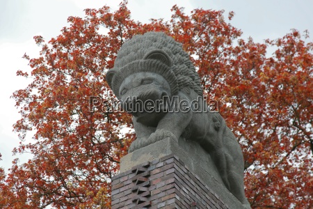 lion of the lions gate darmstadt