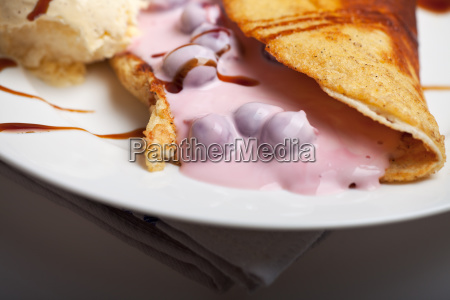 omelette with cherry sauce and vanilla