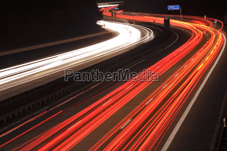 red and white light lanes in