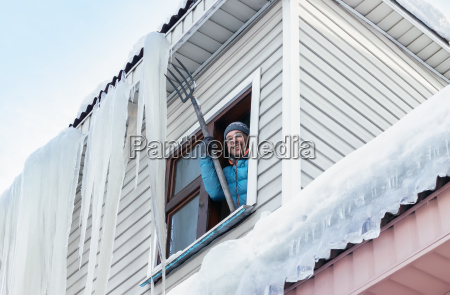 snow and icicles removal from the