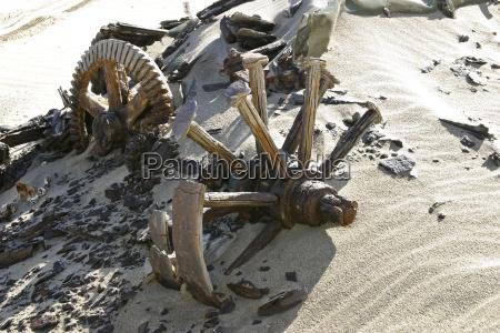broken broken wooden wheel diamond restricted