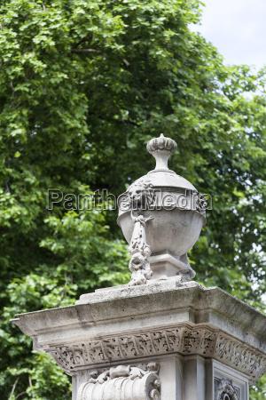 buckingham palace details of decorative fence