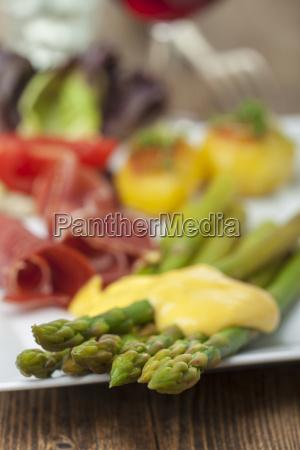 green asparagus with hollandaise sauce on