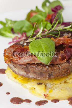 steak on potato gratin