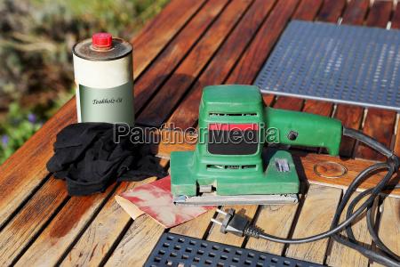 grinder sandpaper and wood oil