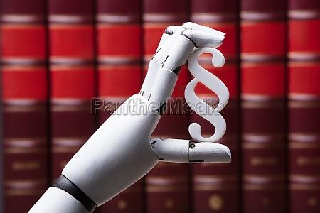 robot holding paragraph symbol