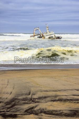 shipwreck at henties bay dorob national