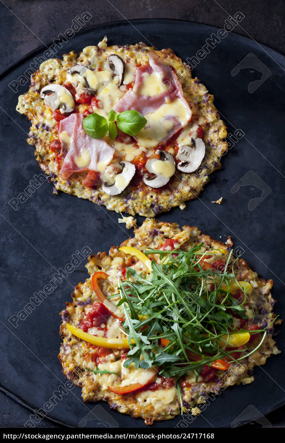 cauliflower, pizza, garnished, with, rocket, and - 24717168