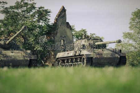 croatia karlovac war memorial tanks