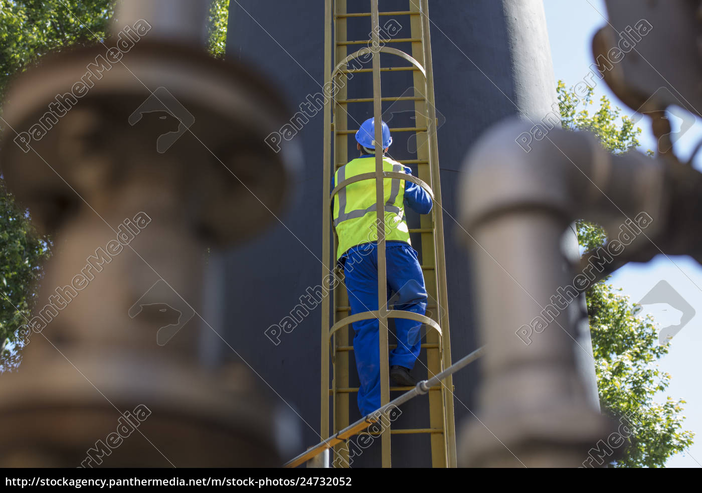 south, africa, , cape, town, , construction, worker - 24732052
