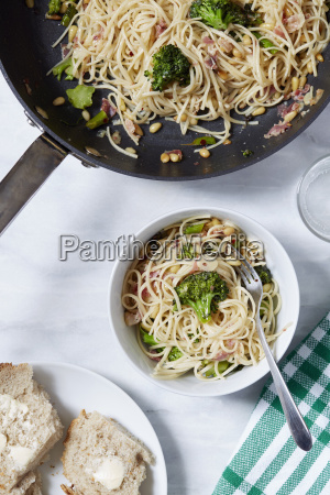 pasta with broccoli and pine nuts