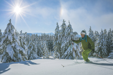 man skiing on sunny day
