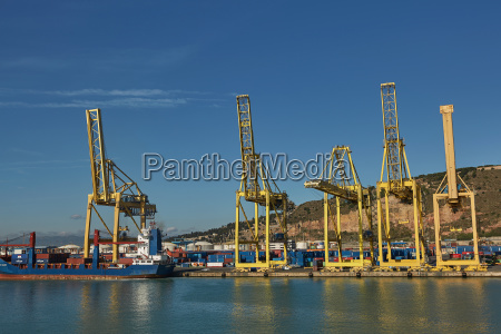 port crane loads a container on
