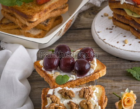 toast with mild cottage cheese and