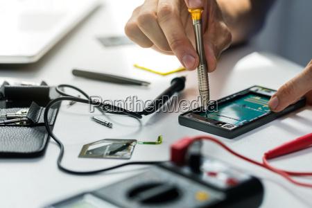 technician, repairing, broken, phone - 25113130