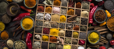 assorted, spices, in, a, wooden, box - 25120622