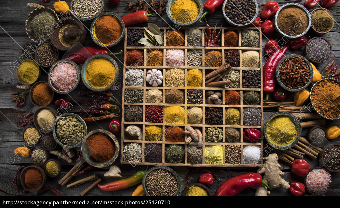 assorted, spices, in, a, wooden, box - 25120710
