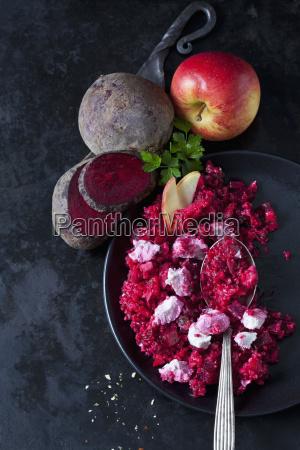 beetroot salad with durum wheat semolina