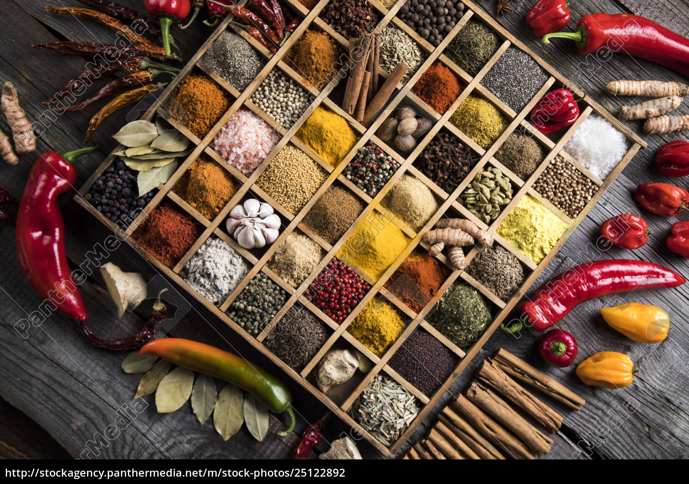 assorted, spices, in, a, wooden, box - 25122892