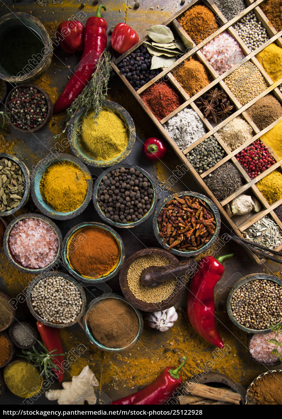 assorted, spices, in, a, wooden, box - 25122928