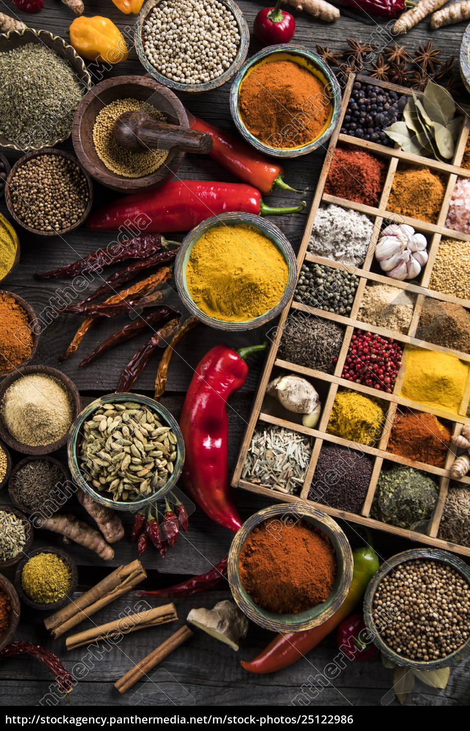 assorted, spices, in, a, wooden, box - 25122986