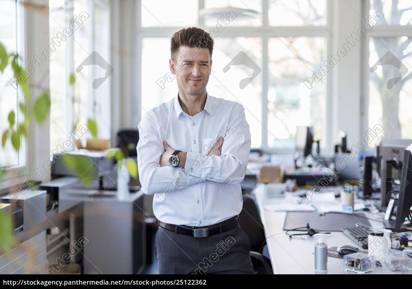 portrait, of, a, successful, businessman, standing - 25122362