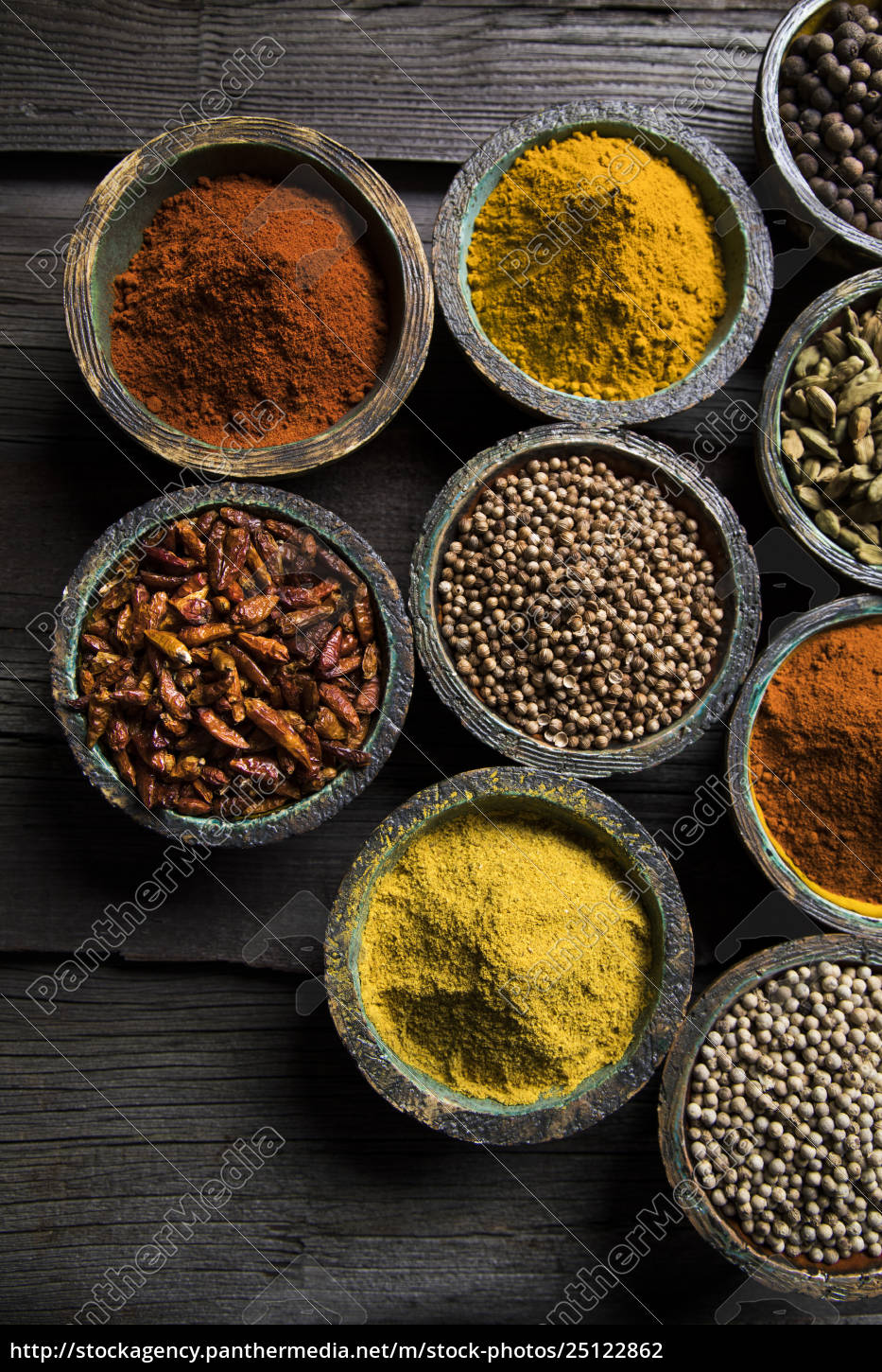 spices, on, wooden, bowl, background - 25122862