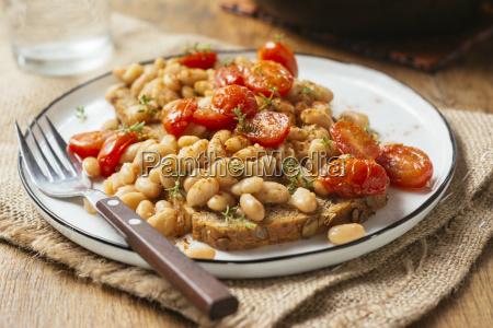 white bean and tomato ragout on