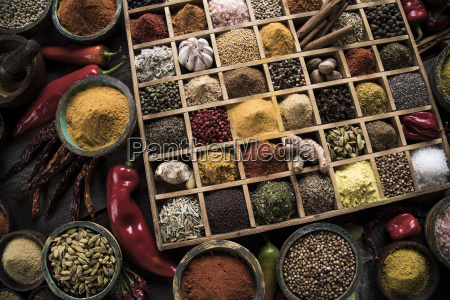 assorted, spices, in, a, wooden, box - 25124468