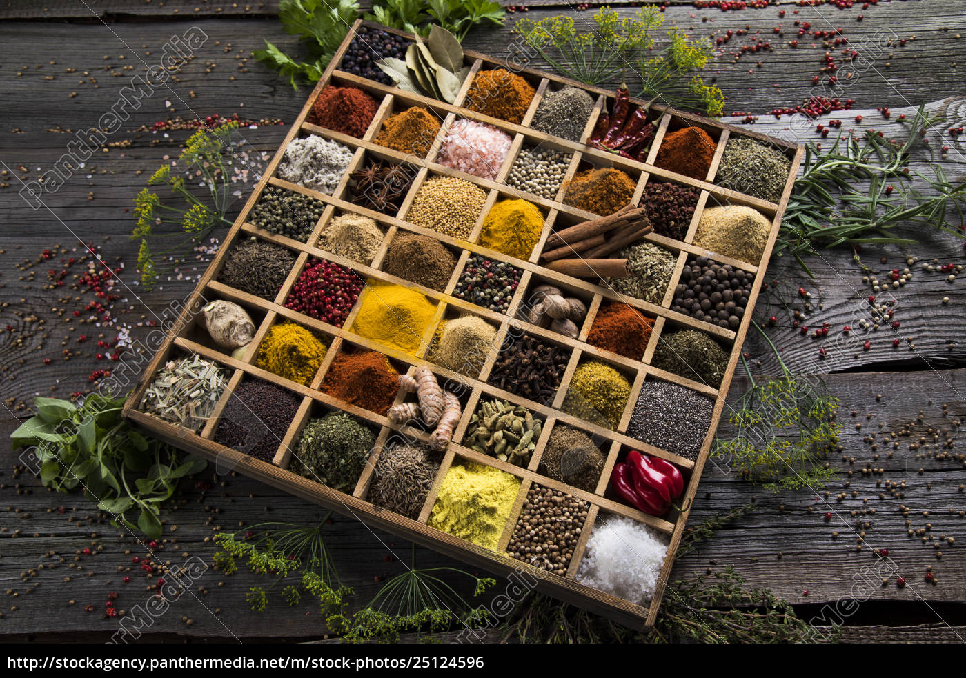 assorted, spices, in, a, wooden, box - 25124596
