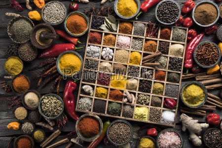 assorted, spices, in, a, wooden, box - 25124604