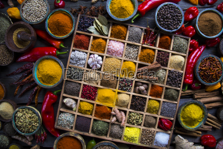 assorted, spices, in, a, wooden, box - 25124626