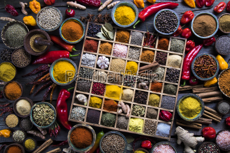 assorted, spices, in, a, wooden, box - 25126388