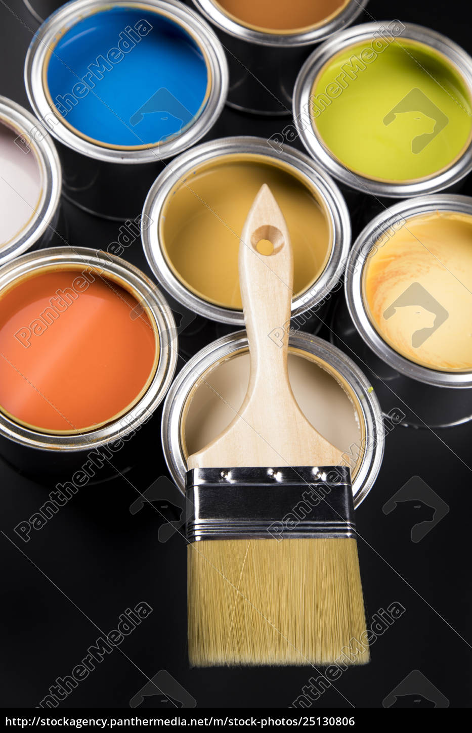 can, with, paint, and, paintbrush - 25130806