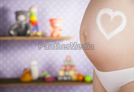 pregnant, woman, holding, a, heart - 25134718