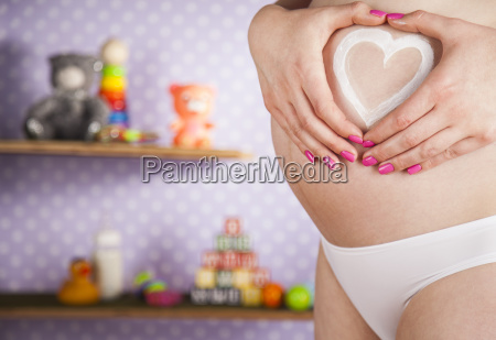 pregnant, woman, holding, a, heart - 25134818