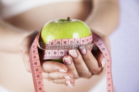 pregnant woman apple