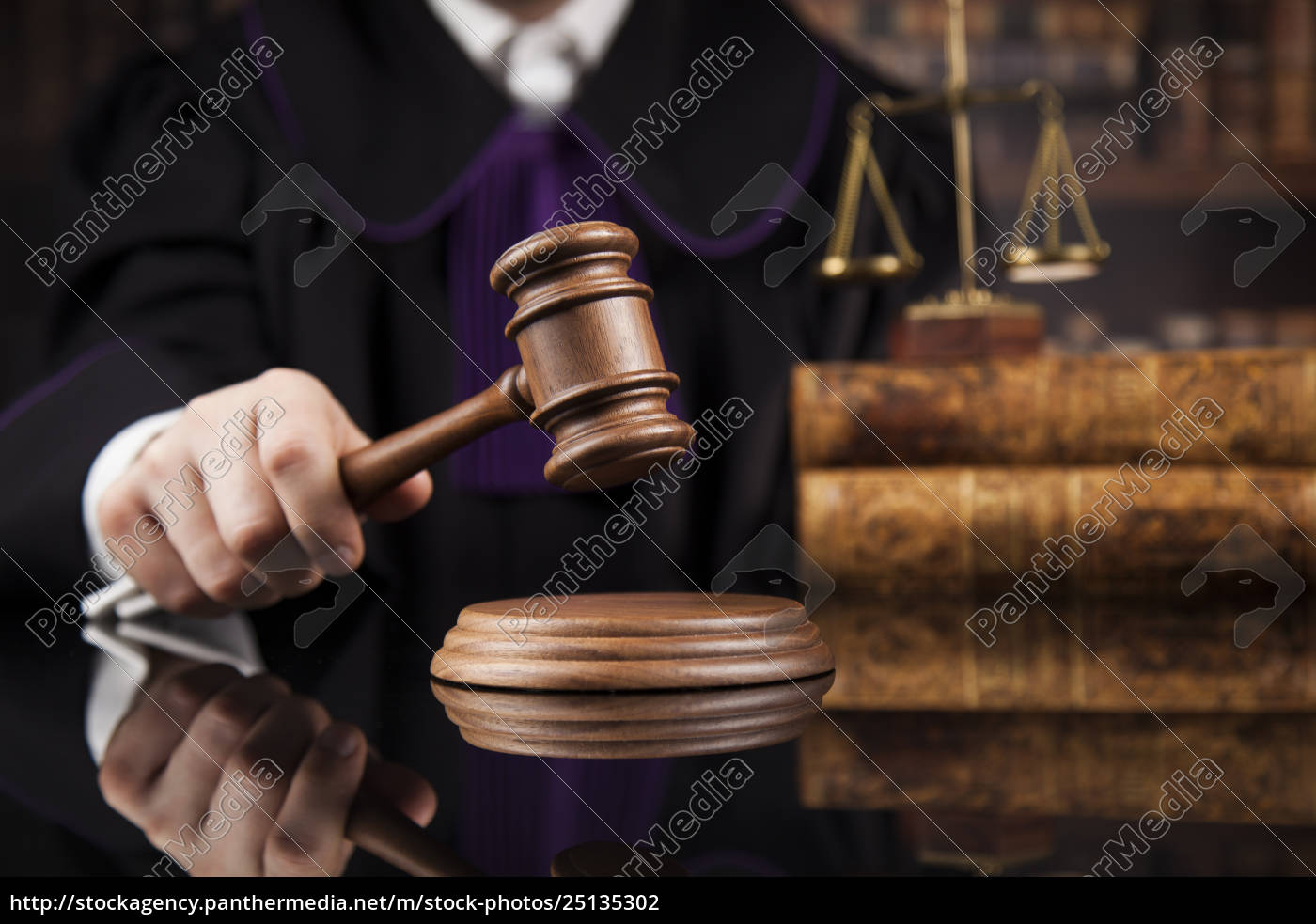 courtroom, , judge, , male, judge, in, black - 25135302