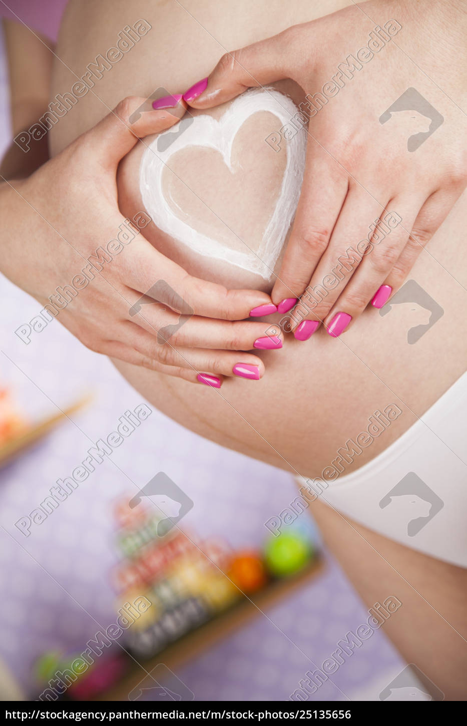pregnant, woman, holding, a, heart - 25135656