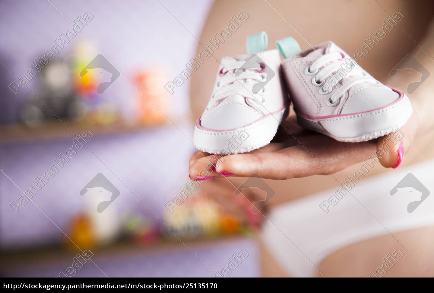 pregnant, woman, holding, a, pair, of - 25135170
