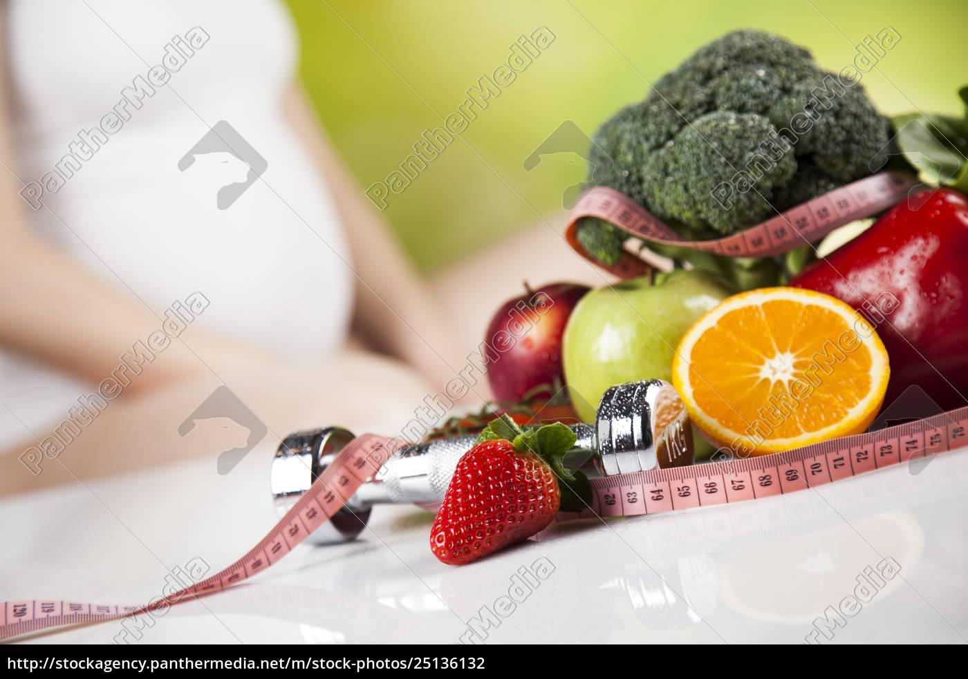 pregnant, woman, fruits - 25136132