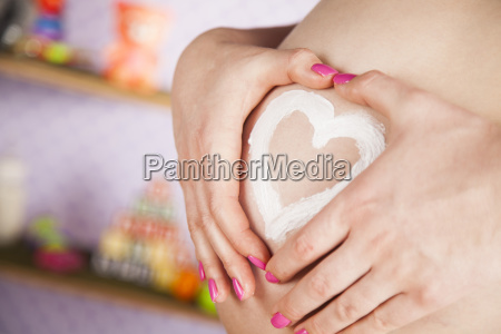 pregnant, woman, holding, a, heart - 25136104
