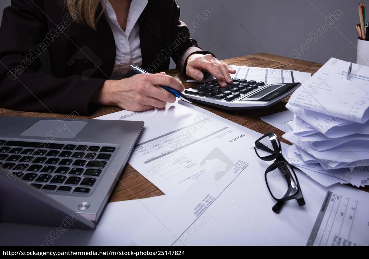 businessperson, calculating, invoice - 25147824
