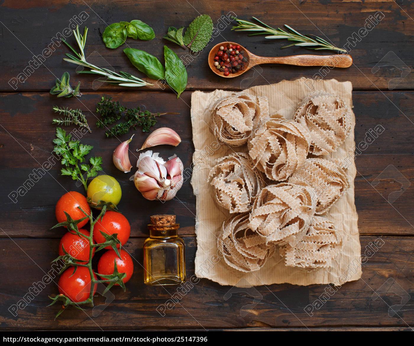 whole, wheat, pasta, tagliatelle, , olive, oil, - 25147396