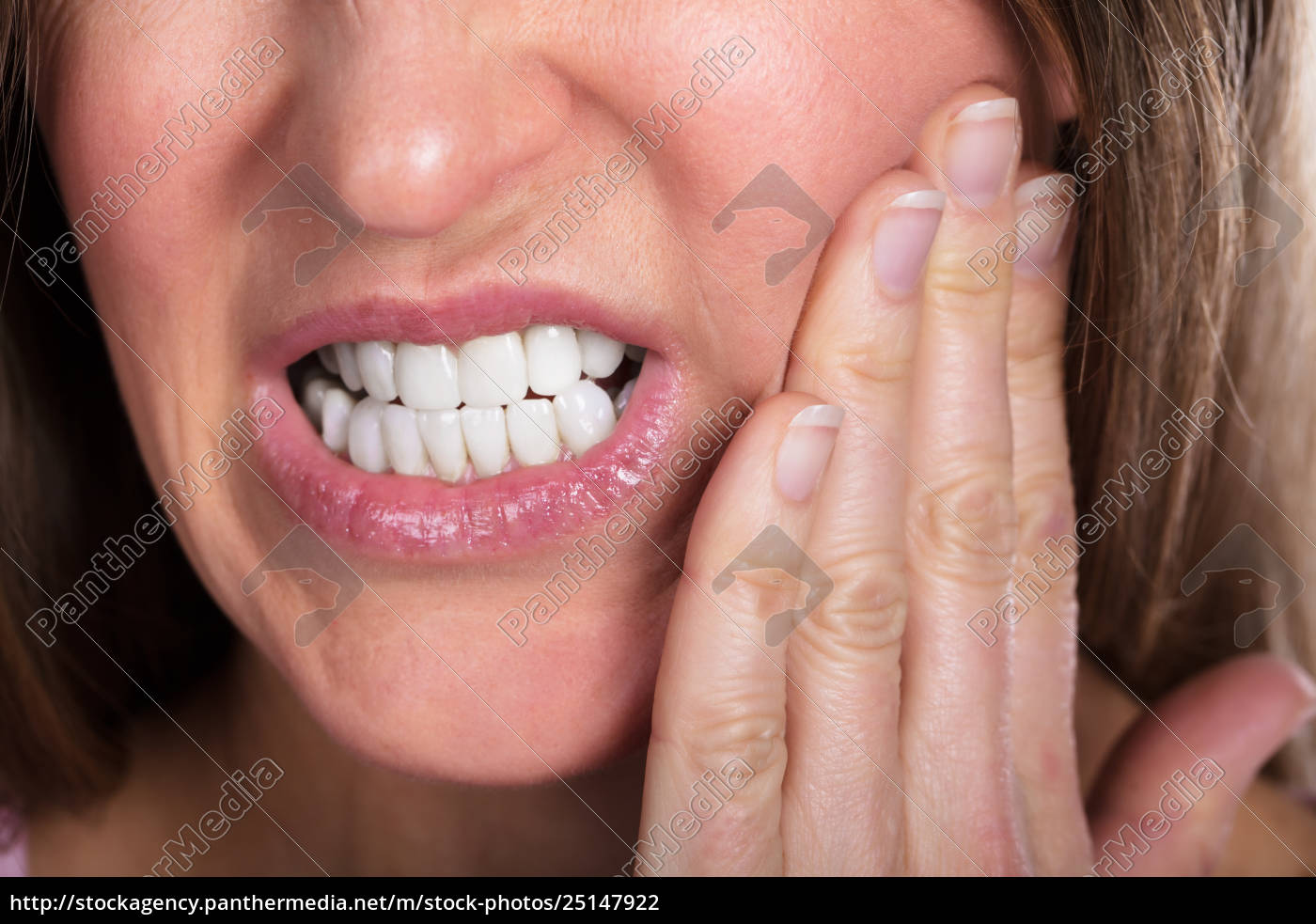 woman, suffering, from, toothache - 25147922