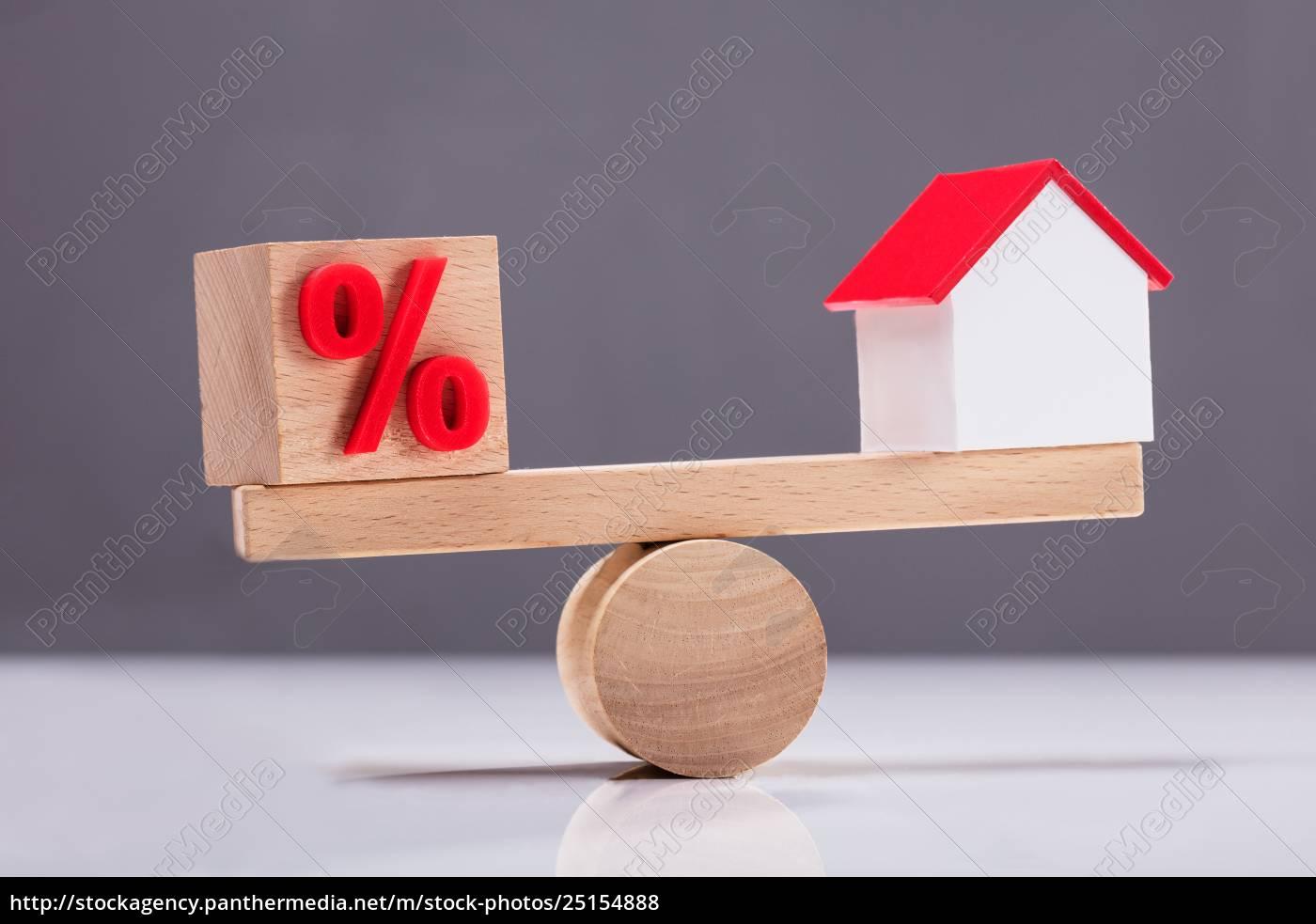 seesaw, showing, balance, between, percentage, symbol - 25154888