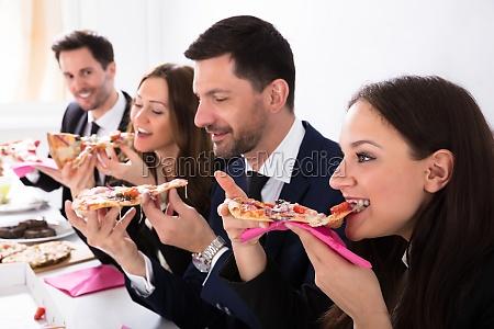 businesspeople, enjoying, slice, of, pizza - 25155190